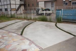 波紋のような駐車場