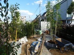 植栽、レンガ積み、